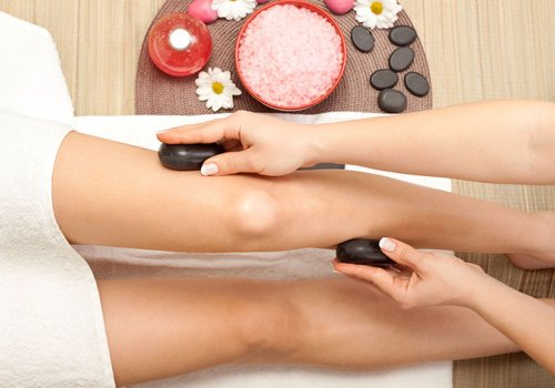 Cold Stone Massage: a soft touch of freshness for your legs!