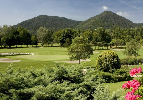 The 7 most beautiful golf courses to play close to our Hotel